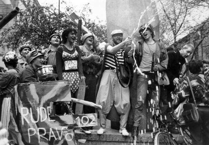 Happening der Orange Alternative am 10. Mai 1989 in Lodz. Quelle: KARTA-Archiv Warschau